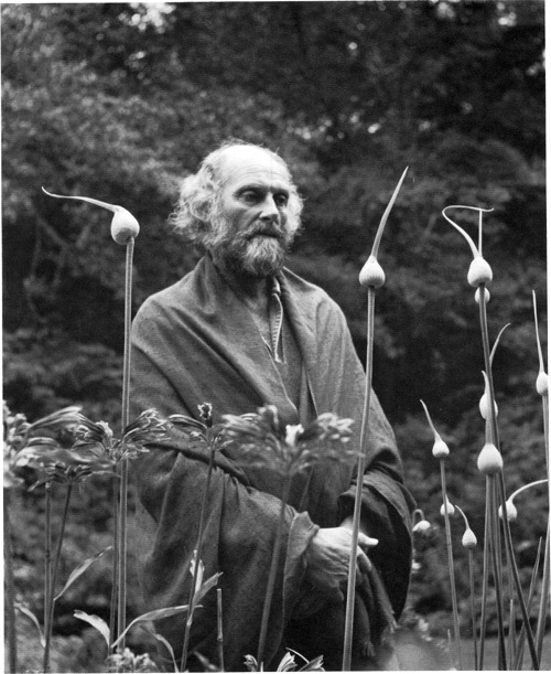 29-cunningham-morris-graves-in-his-leek-garden-19731